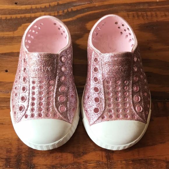 cdcae83bad8b49 Native Jefferson Pink Bling Glitter Shoes. M 5b341eddd6dc528bbb6d5b69
